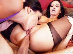 Дейзи Мари возбужденная испанская шлюшка с подружкой у лысого чувака в гостях